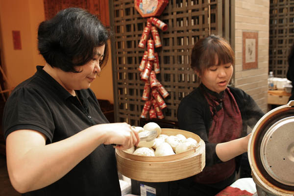 Imperial Tea Court, steamed buns
