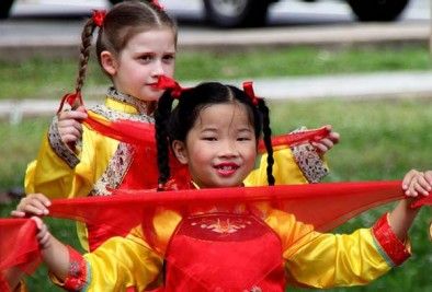 Students performing in the 2010 Washington DC Asian Heritage Festival, by Mr. T in DC / Flickr